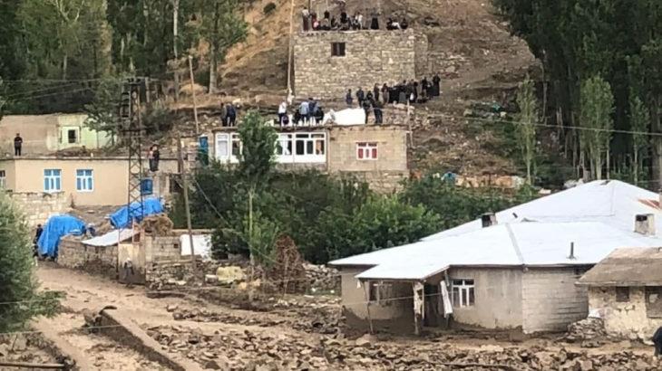 Van Başkale'de aynı bölgeyi ikinci kez sel vurdu: 8 ev yıkıldı