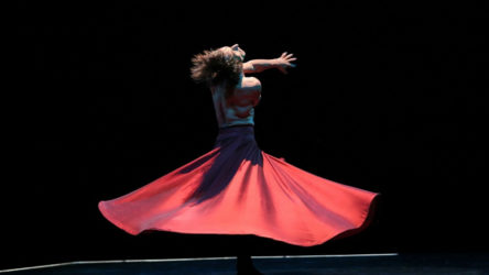 Bahçeli'nin hedef gösterdiği dansçı Azazi'den yanıt