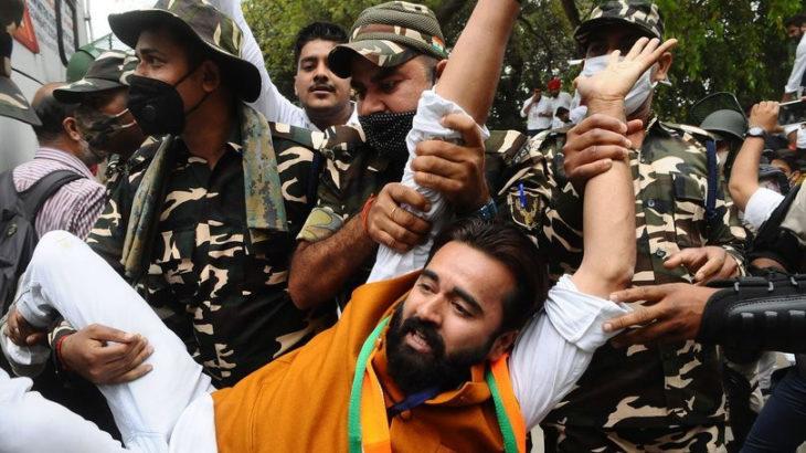 Hindistan sokaklarında işsizlik protestosu!