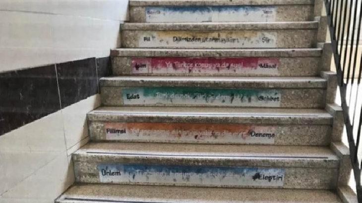 Okul merdivenine yapılan ırkçı yazılamalara soruşturma