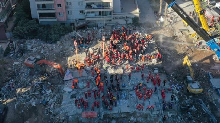 Depremde yıkılan Rıza Bey Apartmanı davasında ara karar: 1 kişi tahliye edildi
