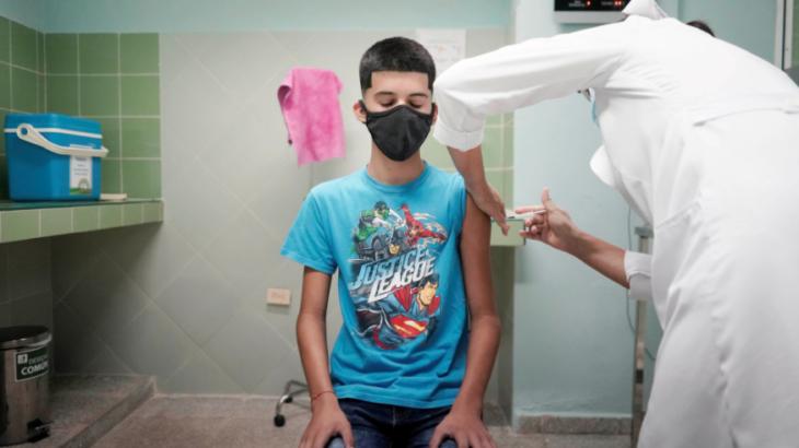Küba çocukları aşılamaya başladı