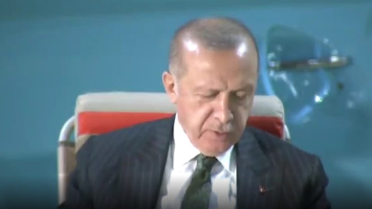 VİDEO | Erdoğan'dan 'Kafama Sıkar Giderim' performansı