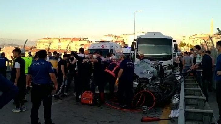 Ankara'da otomobil ile servis çarpıştı: 5 kişi hayatını kaybetti
