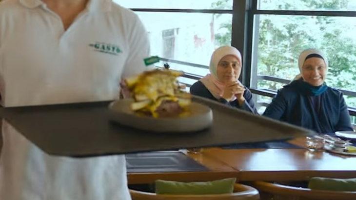 AKP'li isim 500 liralık tostun denendiği lüks mekanda çıktı