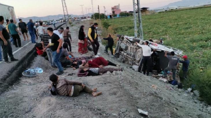 Tarım işçilerini taşıyan minibüse TIR çarptı: 5'i ağır 18 yaralı