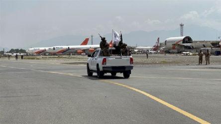 Katar'a ait bir uçak Kabil Havalimanı'nın işletmesini görüşmek için Kabil'e iniş yaptı