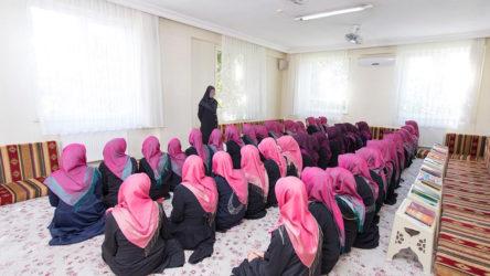Emekçi mahallelerinde tarikatlar fink atıyor: Sıbyan mektepleri yeterli sayıda anaokulu olmaması ve özel okulların pahalılığı nedeniyle artıyor