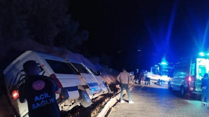 Üniversitelileri taşıyan araç kaza yaptı: 10 yaralı