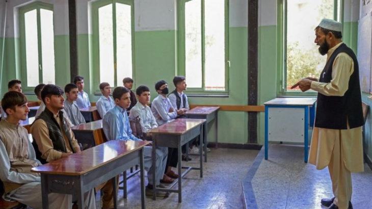 Afganistan'da kız öğrenciler eğitime dahil edilmedi