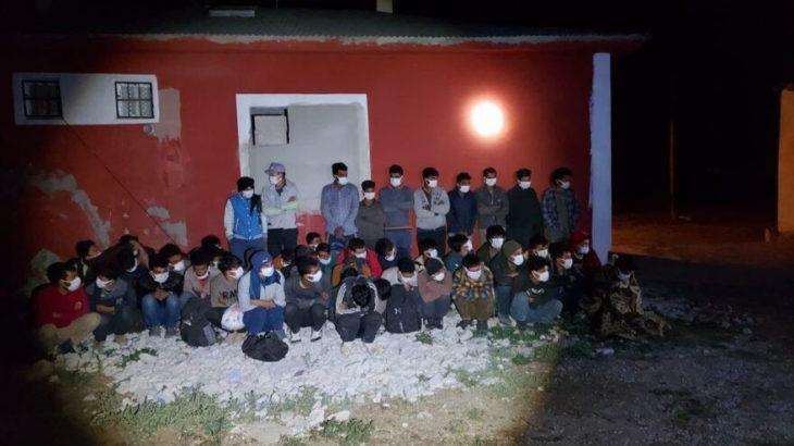 Van'da bir evde 46 düzensiz göçmen yakalandı