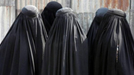 Taliban, Afganistan'ı karanlığa çekmeye devam ediyor: Kadın öğrenciler üniversitede yüzlerini kapayacak talimatı