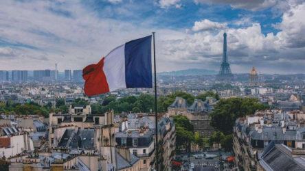 Fransa'da aşı yaptırmayanlara PCR testi ücretli olacak