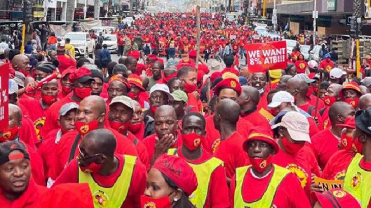 Güney Afrika'da metal işçileri grevde: Ya zam ya süresiz grev